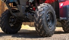 Aggressively styled Maxxis tires provide excellent comfort and traction.