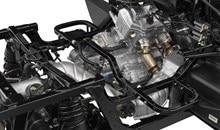 La prise d'air du moteur haute et sous le capot contribue à assurer une alimentation en air propre au moteur. Le élément de filtre à air visqueux est efficace et contribue à la performance et à la durabilité tout en assurant un intervalle de service plus longue.