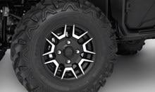 En plus d'avoir belle apparence, les élégantes roues en aluminium réduisent le poids non suspendu, ce qui améliore la maniabilité et le confort.